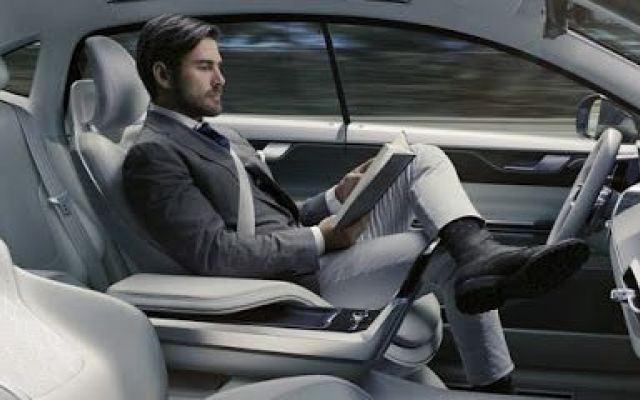 auto con guida autonoma